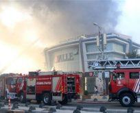 İstanbul'da AVM'de yangın