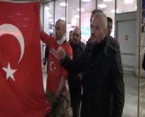 Atatürk Havalimanı'nda bayrak protestosu!