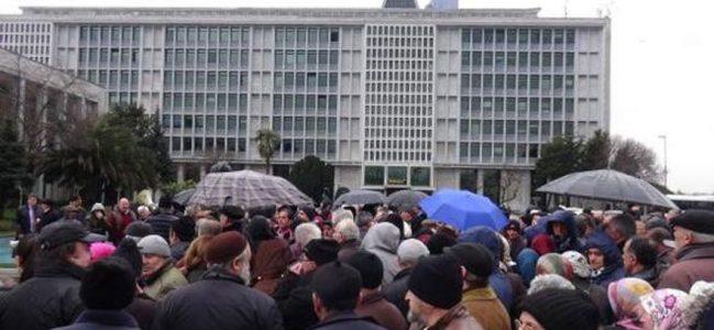 Yüzlerce Sarıyerli İBB'nin önünde toplandı