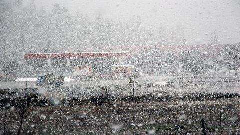 Kar bastırdı D-100 ve TEM'de trafik yavaşladı