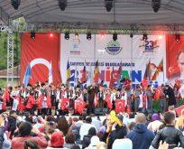 """ÇOCUKLAR 23 NİSAN'DA """"BARIŞ"""" DİLEDİ"""