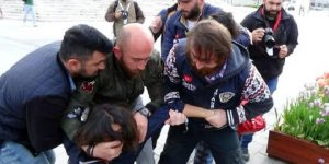 Taksim'de protesto: İki kadın gözaltında