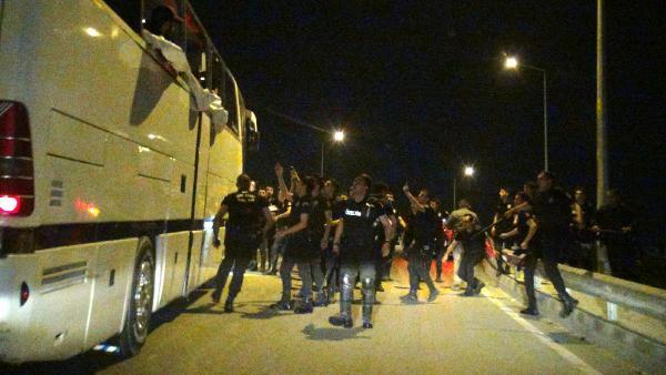 Bursa'da, Beşiktaş taraftarlarına saldırı