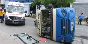 Ataşehir'de yolcu minibüsü kaza yaptı