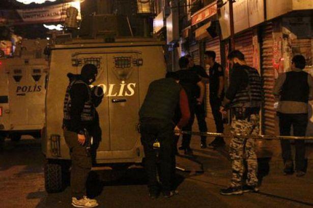 Beyoğlu'nda polis aracına ateş açıldı