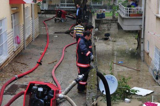 Ankara'dan yağmur manzaraları: Evleri su bastı