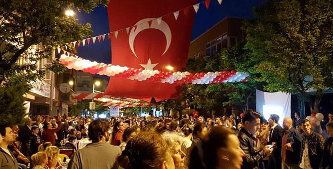 Bu iftarda İzmir Marşı var