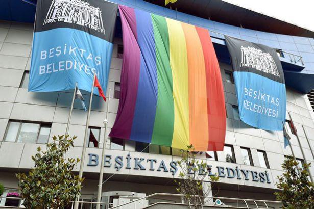 Beşiktaş Belediyesi'nde 'Freddie Mercury'nin askerleriyiz' krizi