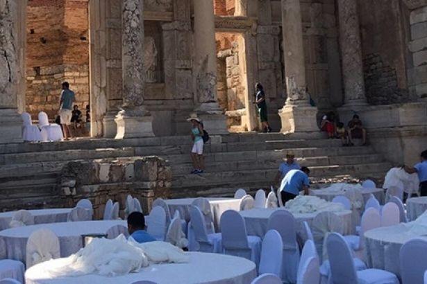 Efes Antik Kenti düğün salonu oldu!