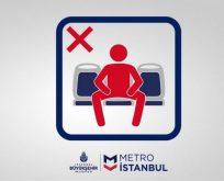 Metro'da 'yayılarak oturma' uyarısı