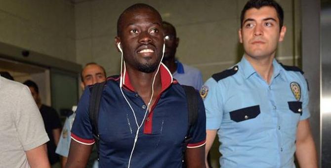 Badou Ndiaye Galatasaray için İstanbul'a geldi