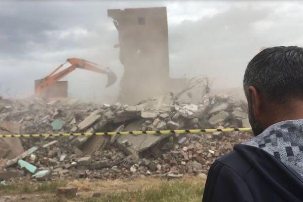 Sur'daki yıkıma suç duyurusu