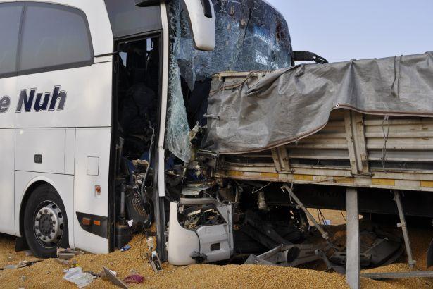 Ankara'da yolcu otobüsü ile tır çarpıştı: 3 kişi öldü.