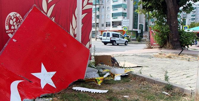 Skandal! Bayrağımızı çöpe attılar