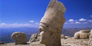 MEB, Nemrut Dağı'ndaki heykelleri 'put' olarak gösterdi