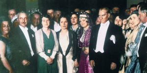 """""""Atatürk'ün kadına verdiği haklar elimizden alınıyor"""""""