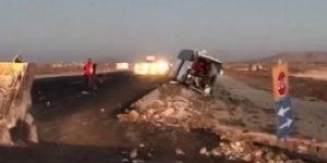 Yolcu otobüsü kamyona çarptı: Ölü ve yaralılar var