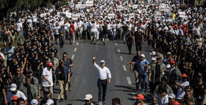 Kılıçdaroğlu, Strazburg'da OHAL ve Adalet Yürüyüşü'nü anlatacak