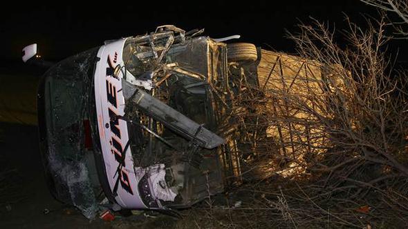Ankara'da yolcu otobüsü devrildi: Yaralılar var