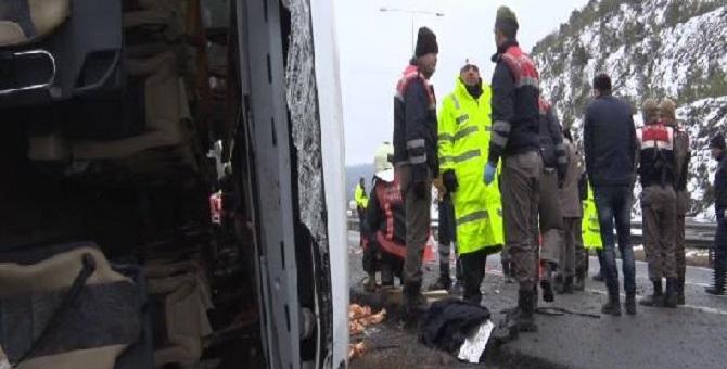 Ankara'da yolcu otobüsü devrildi: Ölü ve yaralılar var
