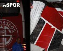 Antalyaspor'un otobüsüne saldırı: Yaralılar var