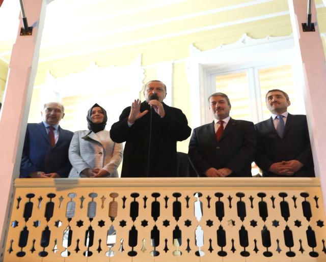 Cumhurbaşkanı Sarıyer Ak Parti'yi ziyaret etti.