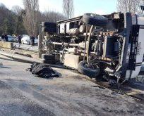 Zekeriyaköy'de kamyonet devrildi: 1 ölü, 2 yaralı