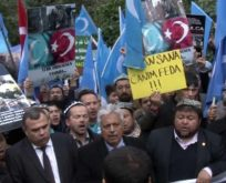 Uygur Türkleri Çin konsolosluğuna yürüdü.