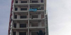4 aydır maaşlarını alamayan inşaat işçileri şantiyeyi işgal etti