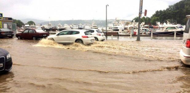 Sarıyer'de şiddetli yağmur etkili oldu.