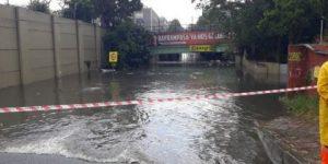 Metro seferlerine yağış engeli!