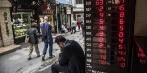 Dolar tarihi zirveyi gördü: 'Kriz göz göre göre geldi'