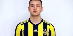 Fenerbahçe'nin yeni transferi futbolu bıraktı