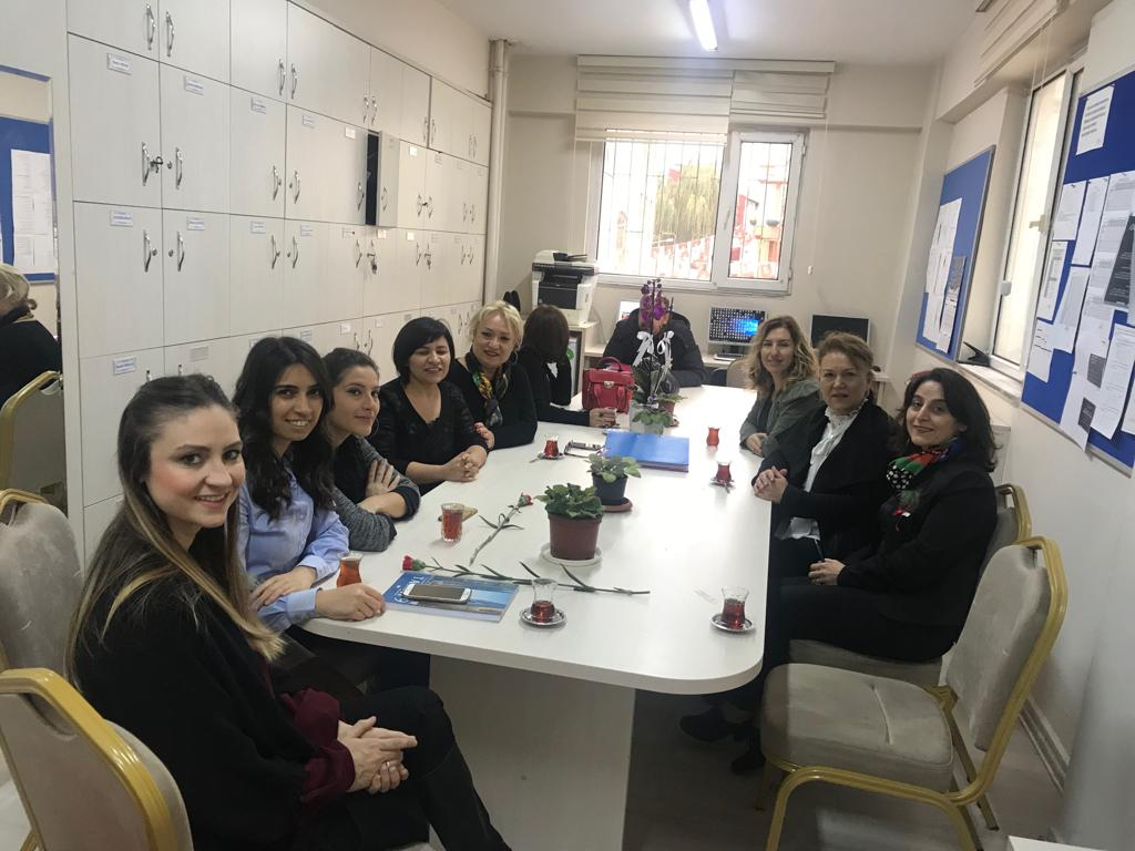 CHP Sarıyer İlçe Örgütü Öğretmenleri Çiçeklere Boğdu!