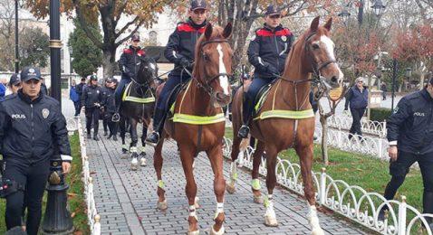 Sultanahmet Meydanı'nda atlı polis dönemi