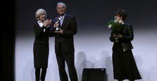 Ediz Hun'a Nürnberg'de onur ödülü.