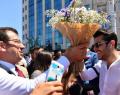Ekrem İmamoğlu'na İstiklal Caddesi'nde sevgi seli.