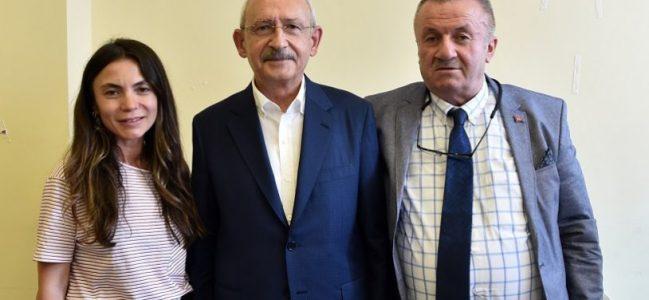 Kılıçdaroğlu, 15 Temmuz şehidi Fatih Satır'ın ailesini ziyaret etti.