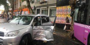 Yeniköy'de otobüs önce cipe ardından da ağaca çarptı