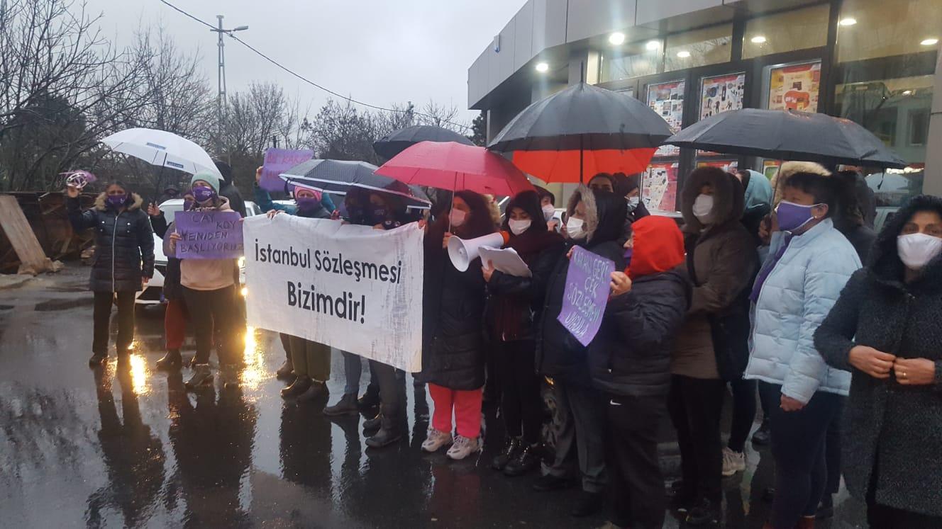 """Sarıyerli Kadınlar """"İstanbul Sözleşmesi"""" için eylem yaptı."""